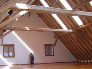 Abraxas Engelkscheuer: A Beautiful seminar room with wooden floor, day light and plenty of space.