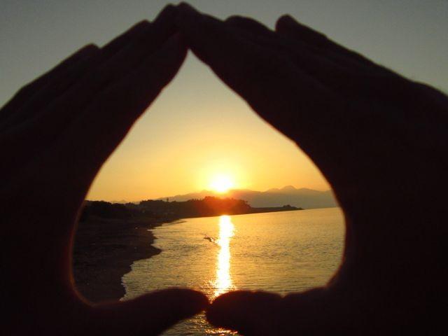 19-Greece-Hands-Heart-6-13
