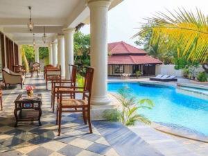 Chillen am Swimmingpool oder im Garten des Aura in Goa.
