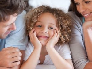 Erlebnisse als Kind in Beziehung mit deiner Mutter und deinem Vater beeinflussen deine Partnerschaften.