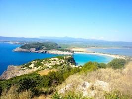 Einer der schönsten Badestrände auf dem Peloponnes mitfeinem Sandstrand und einer   fantastische Aussicht von Nestor's Höhle.
