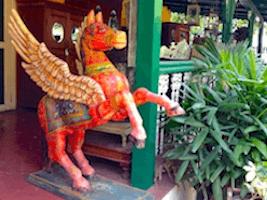 Einkaufstour im Koregaonpark und MG Road mit typische indischem Restaurant.