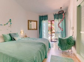 Tasteful rooms in the seminar house Soul Joy in the Villa la Perla in the Algarve in Portugal.